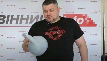 """Вигукує """"Слава Україні"""": українці створили диво-гирю зі штучним інтелектом"""