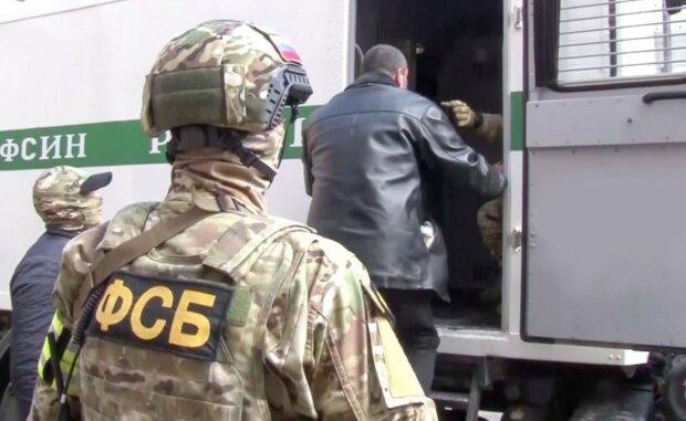 """Окупанти влаштували """"вилов"""" кримчан, місцеві жителі безсилі: """"Ловлять за лайки і..."""""""