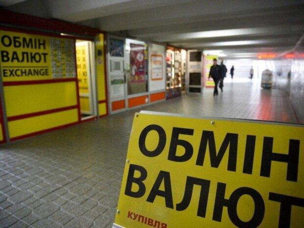 """Украинцы нашли замену доллару, что будет с курсом после выходных: """"Бросились скупать..."""""""