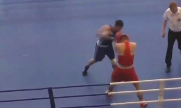 """Боксер зважився на нокаутуючий удар ефектною вертушкою, відео: """"Набридло руками"""""""