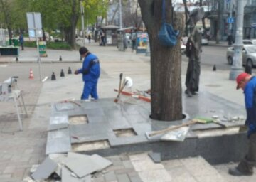 """Вандали наробили біди в Одесі: """"3 пам'ятники і 5 зупинок..."""""""