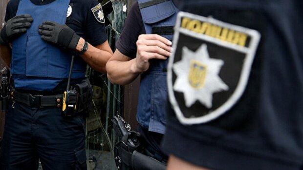 Одеські копи під час обшуку обікрали незрячих: витівка потрапила на камеру
