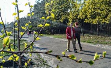 погода весна квітень люди