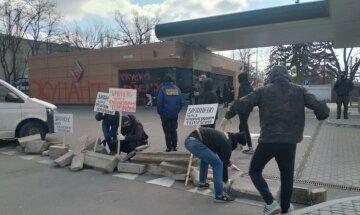 Нацкорпус заблокировал заправку, которая может быть связана с российским капиталом