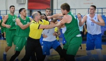 """Матч в Одесі завершився масовою бійкою, відео: """"отримав удар в щелепу і..."""""""