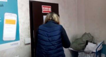 Відмовилася говорити українською: стала відома доля співробітниці Укрпошти після гучного скандалу