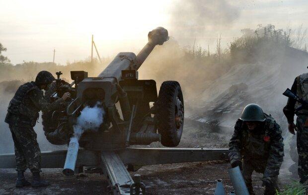 """Бойовики влаштували пекло на Донбасі в день візиту Зеленського: """"залпи не вщухають"""", лякаючі подробиці з ООС"""