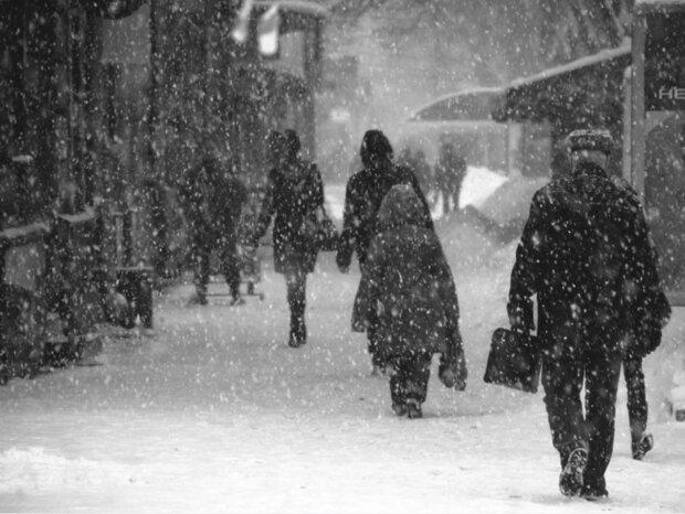 Потужний снігопад обрушився на Київ: стало відомо, яким буде квітень