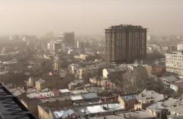 Одеситам ще пощастило: небувала піщана буря накрила столицю, повітря стало червоним, кадри НП