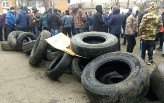 """""""Навіщо сюди тягнути?"""": українці забили на сполох через евакуйованих з Китаю"""