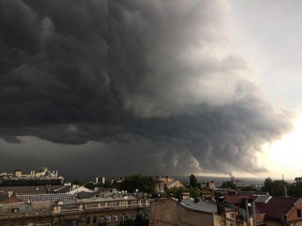 """Погодную ЧС объявили в Одессе, людей предупреждают об опасности: """"через три часа..."""""""