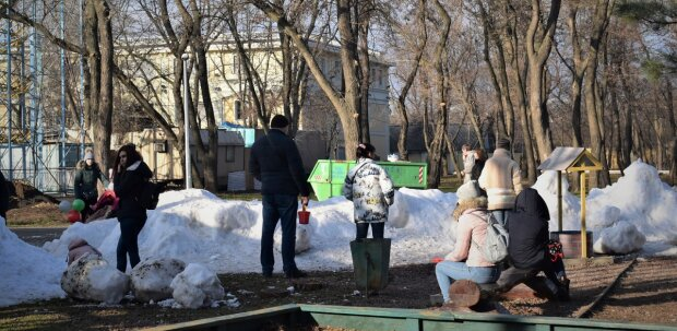 """""""Играют в снежки и лепят снеговиков"""": одесситы удивили всю Украину, кадры взорвали сеть"""