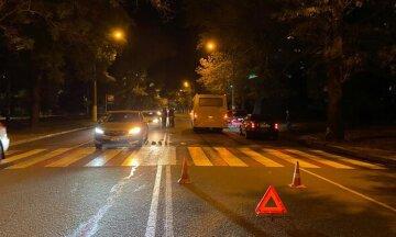 """В Одессе маршрутка  наехала на пешехода на """"зебре: """"отбросило на авто"""", фото"""