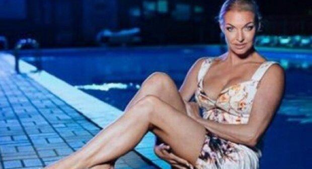 """Скандальная Волочкова задрала ногу и засветила самое пикантное место: """"хоть бы не порвалась"""""""