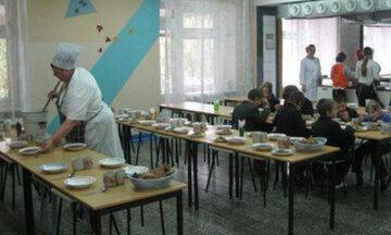 """""""Не нравится - готовьте сами"""": украинцев поразила цена завтраков в обычной школе"""