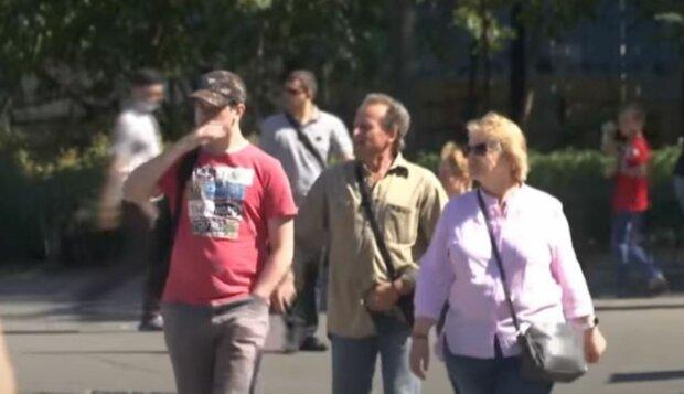 зарплата, люди на вулиці, українці