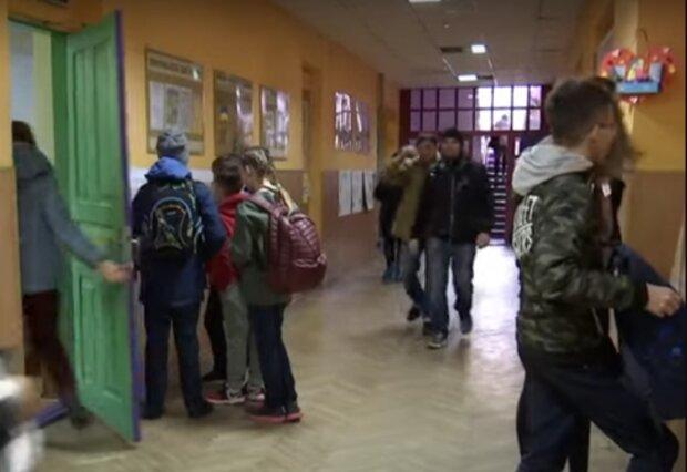 """""""Дядя, тебя отсюда вынесут"""": в школе разгорелся скандал из-за украинского языка"""