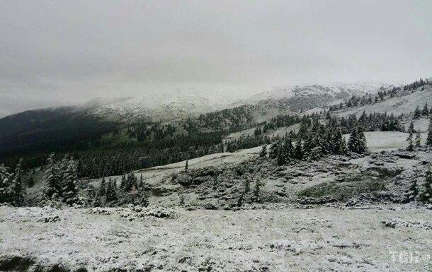 В разгар лета снегопад на Закарпатье «взял в заложники» детей: подробности спасательной операции