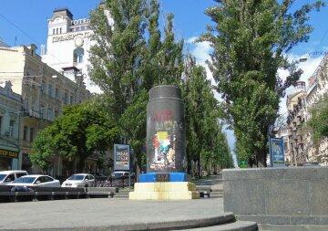 постамент Ленину