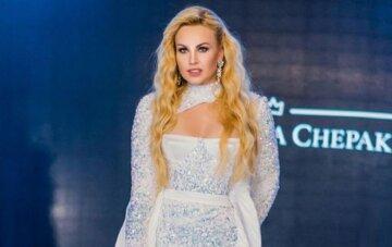 """Найбагатша співачка України в сукні з розрізом до пупка похвалилася нагородою: """"Ви це заслужили"""""""