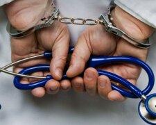 врач, преступник, наручники