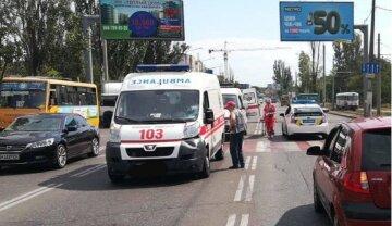 """В Одесі автомобіль зніс чоловіка на """"зебрі"""": кадри фатальної аварії"""