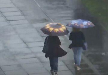Непогода испортит украинцам выходные, синоптик советует одеваться теплее: кому не повезло