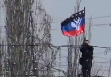 """В Киеве заметили флаги """"ДНР"""" и десятки людей с автоматами, фото: что происходит"""