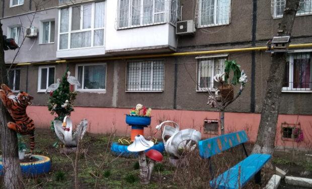"""""""Это полный трэшак"""": днепрян напугал двор в советском стиле, фото"""