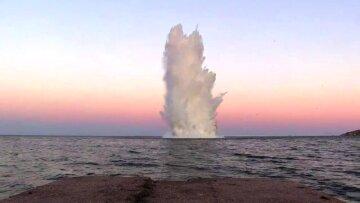 взрыв, море