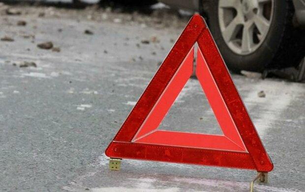 У Харкові автомобіль налетів на пішоходів, врятувати не вдалося нікого: моторошне відео з місця трагедії