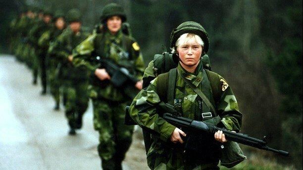 Швеция возобновляет призыв в армию женщин