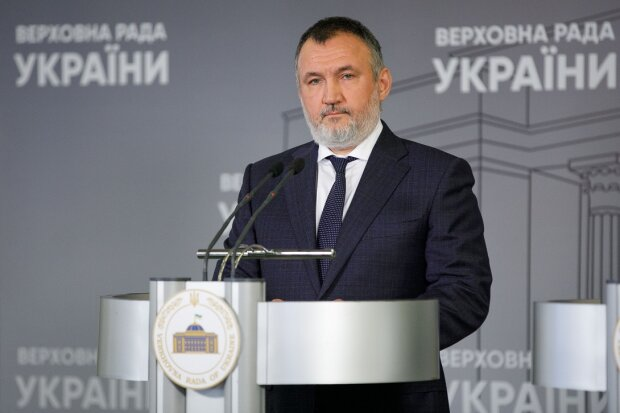 Ренат Кузьмин призвал писать ему в Facebook и Telegram для определения новой национальной идеи Украины