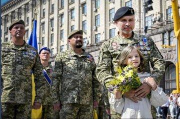 Маленька Єсенія прославилася після параду до Дня Незалежності України: що про неї відомо