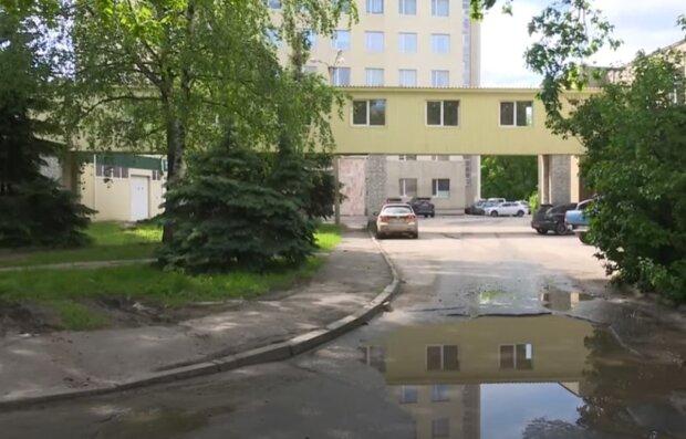 «Стабильность по-харьковски»: в сети показали дорогу возле трех ключевых больниц города, видео