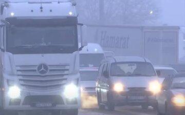 """Киев """"парализовало"""" из-за ледяного дождя и гололеда: вся столица стоит в пробках"""