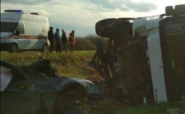 ДТП с грузовиком на украинской трассе унесло жизни целой семьи: подробности трагедии в день рождения
