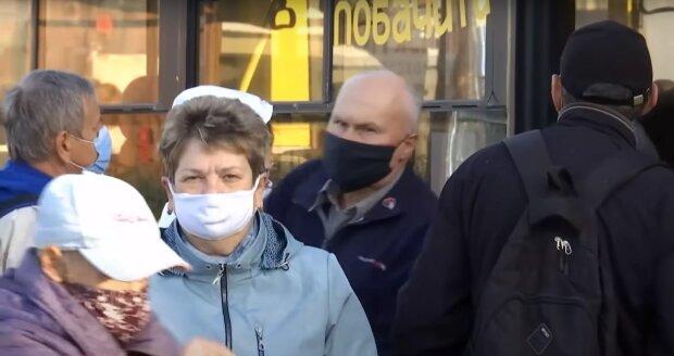 карантин маски автобус транспорт українці люди