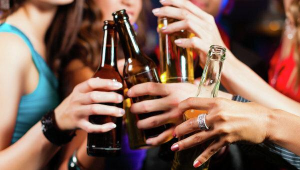 Женщины стали пить наравне с мужчинами