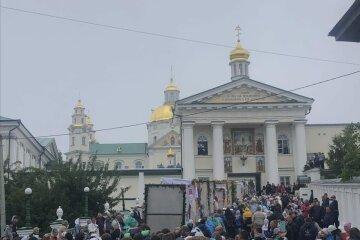 """40 тысяч верующих УПЦ крестными ходами прибыли в Почаевскую лавру: """"Вымаливают милость Божию"""""""