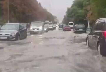 """Одесу топить проливним дощем, відео нещастя: """"річки на вулицях і  """"душ"""" в маршрутках"""""""