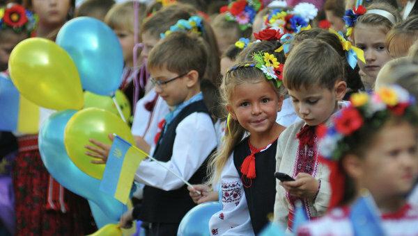 Гройсман: українську освіту очікує радикальна реформа