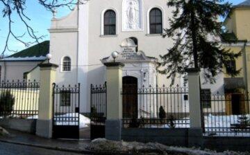 """Трагедия произошла с пенсионером возле церкви во Львове, фото: """"Сидел на лавочке и..."""""""