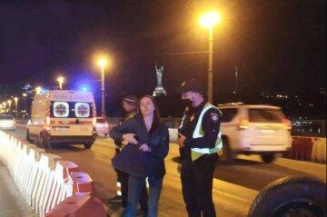 В Киеве в стельку пьяная водитель устроила аварию на мосту Патона: кадры ДТП