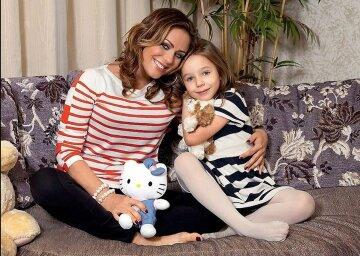 Фото 12-летней дочери погибшей Началовой с младенцем облетело сеть: эмоции зашкаливают