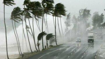 На популярный курорт надвигается разрушительный ураган, люди в панике покидают дома: «острова почти безлюдны»
