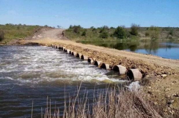 Держекоінспекція влаштувала перевірку на Херсонщині через саморобний мост через річку