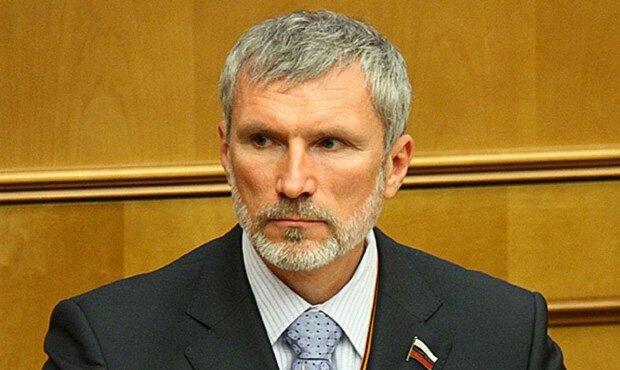 """Путінський депутат образив полеглих воїнів ВСУ і поплатився: """"Соромно за дідів"""""""