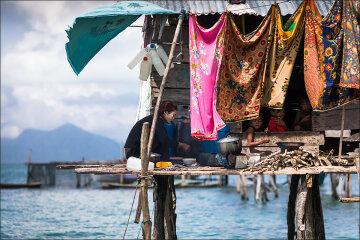 Удивительные фото морских цыган: «живут прямо на воде»