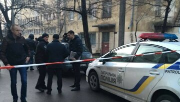 Уничтожили все: в Харькове вандалы разнесли остановку, кадры с места